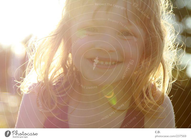 der Sommer ist da! Mensch Kind Natur Sonne Mädchen Freude Gesicht Wärme Kopf Glück lachen Garten blond Kindheit frei