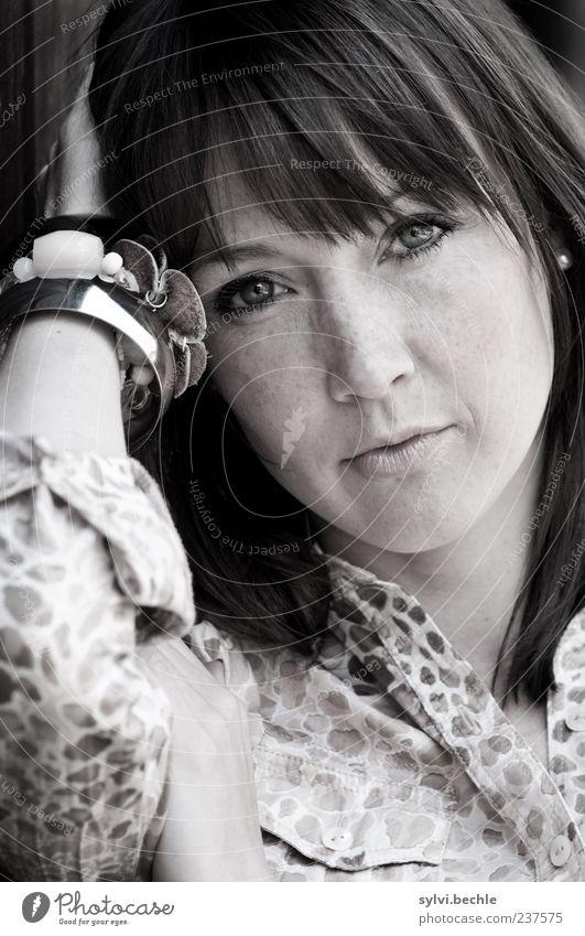 ein portrait II schön Wohlgefühl ruhig Mensch feminin Junge Frau Jugendliche Leben Gesicht 1 18-30 Jahre Erwachsene Accessoire Schmuck brünett Pony Blick dünn