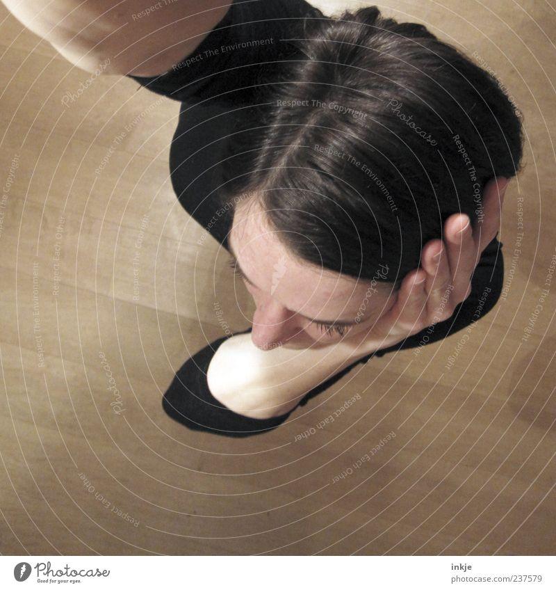 Frisurcheck-Langarmfoto Mensch Frau schwarz Erwachsene feminin Haare & Frisuren Kopf braun Schutz hören Konzentration Stress brünett Scham schwarzhaarig