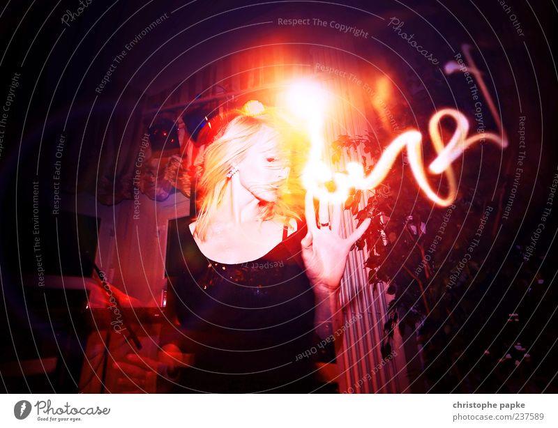 Those flashing lights came from everywhere Mensch Jugendliche Junge Frau 18-30 Jahre Erwachsene feminin Feste & Feiern Party Lifestyle elegant Musik blond Tanzen verrückt ästhetisch Lebensfreude