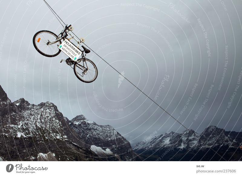 Flybike Sommer Ferien & Urlaub & Reisen ruhig Wolken Berge u. Gebirge grau Fahrrad Seil Buchstaben Alpen außergewöhnlich Teile u. Stücke Symbole & Metaphern