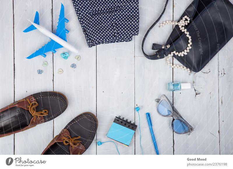 Frau Ferien & Urlaub & Reisen Sommer blau weiß Meer Erholung Strand Erwachsene Lifestyle Holz Stil Tourismus Mode Textfreiraum Ausflug