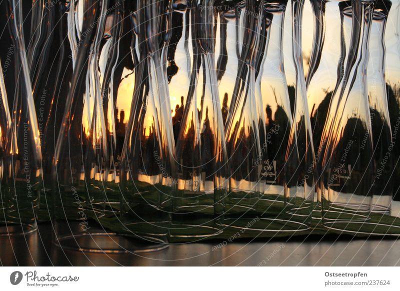 Bereitschaftsgläser Glas Sauberkeit leer Silhouette Farbfoto Außenaufnahme Menschenleer Abend Dämmerung Sonnenlicht Wasserglas Bierglas viele