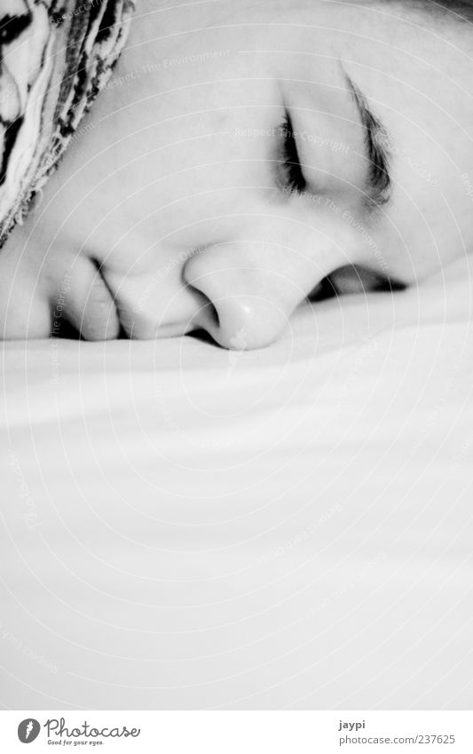 Dornröschen Mensch Jugendliche weiß schwarz ruhig Gesicht Erwachsene Erholung feminin Zufriedenheit liegen Junge Frau schlafen 18-30 Jahre Bett Frieden