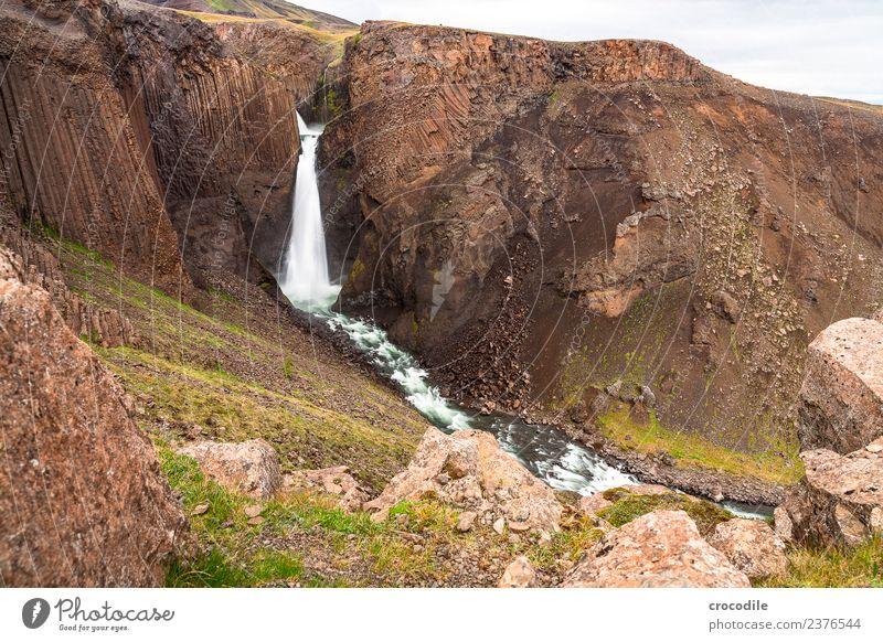 Hengifoss V Wasserfall Island Fluss Schlucht Felsen Langzeitbelichtung Gischt feucht dunkel mystisch Klippe vulkanisch Vulkaninsel rot Farbfoto steil