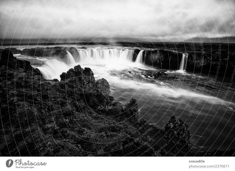 Goðafoss Ferien & Urlaub & Reisen Tourismus Ausflug Sightseeing Sommer Umwelt Natur Landschaft Urelemente Wasser Wolken schlechtes Wetter Regen Felsen Flussufer