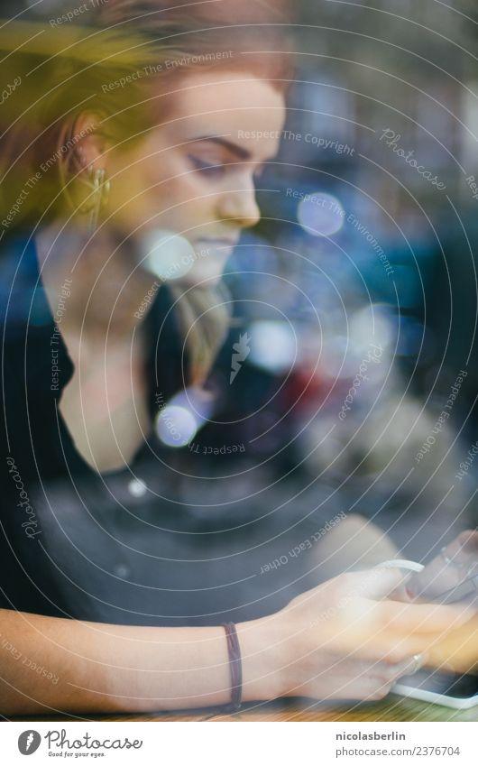 MP132 - Back to Business Fenster Lifestyle Mode Freizeit & Hobby Technik & Technologie Kreativität lesen Telefon Internet Handy Café Ladengeschäft online PDA