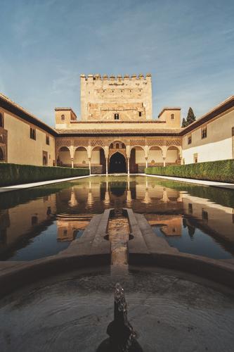 Alhambra Ferien & Urlaub & Reisen Sommer Wasser Architektur Gebäude Tourismus Ausflug Kultur historisch Macht Bauwerk Städtereise Burg oder Schloss Spanien heiß