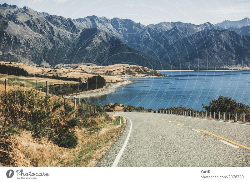 on the road again Landschaft Wasser Horizont Sommer Schönes Wetter Berge u. Gebirge Seeufer Verkehrswege Autofahren Straße Freiheit Tourismus Neuseeland
