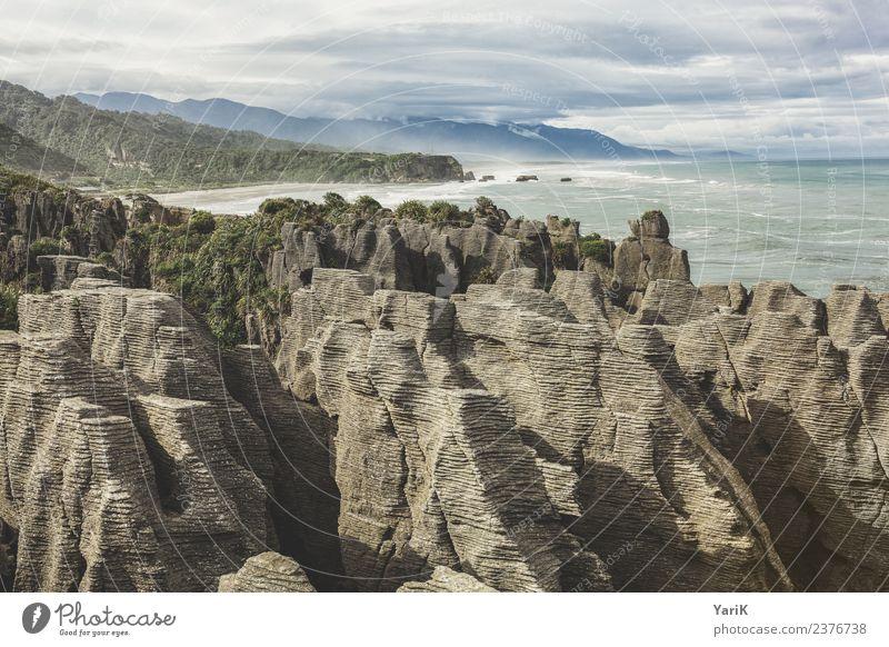 Pancake rocks Ferien & Urlaub & Reisen Tourismus Ausflug Abenteuer Ferne Freiheit Sightseeing Natur Landschaft Wasser Himmel Gewitterwolken Sommer Felsen Wellen