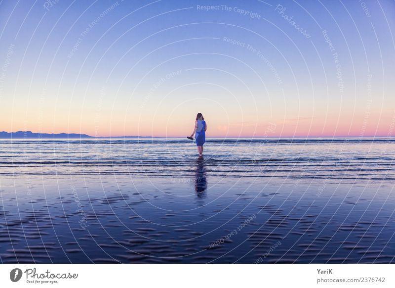 BLUE Ferien & Urlaub & Reisen Tourismus Ausflug Abenteuer Ferne Freiheit Sommer Sommerurlaub Strand Meer Insel Wellen Junge Frau Jugendliche Erwachsene Körper 1