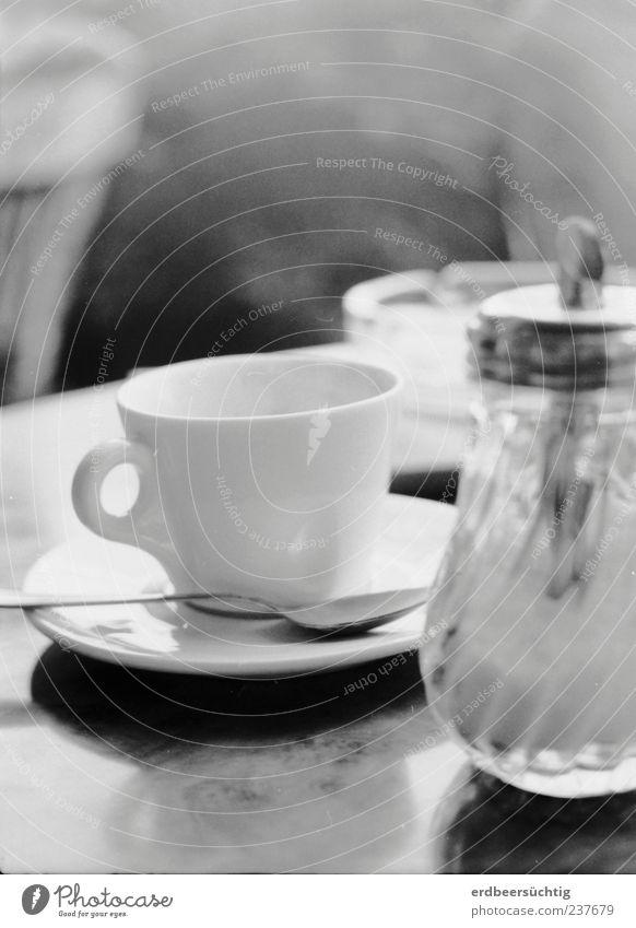 Coffee and Cigarettes ruhig Erholung Lebensmittel Glas Tisch Getränk Kaffee Café Geschirr genießen Tasse analog Alltagsfotografie bescheiden Gastronomie Laster