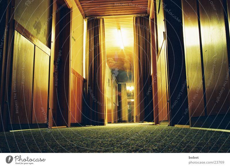 666th floor Geister u. Gespenster dunkel Flur bedrohlich Langzeitbelichtung Schatten Tür Gang