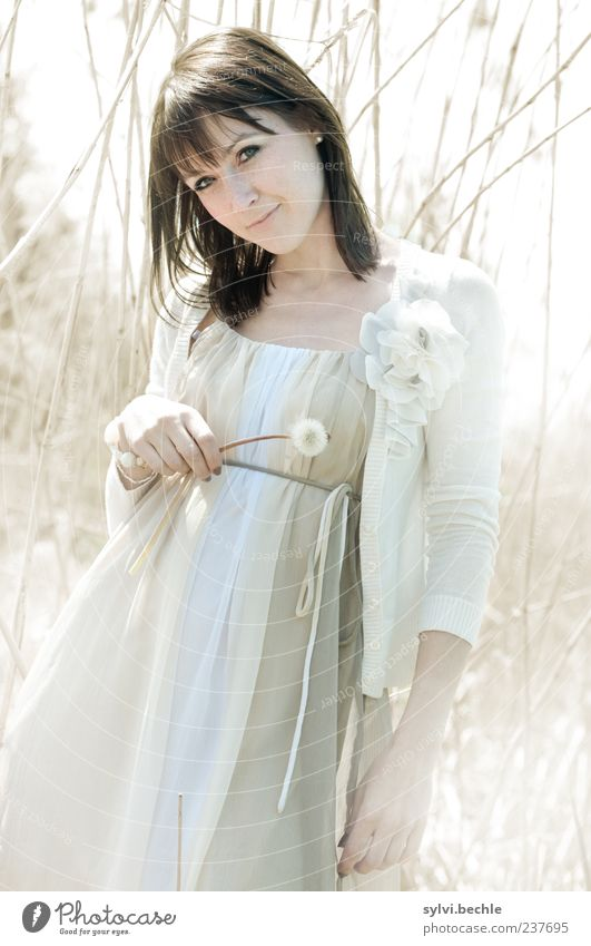soft elegant Stil schön Mensch feminin Junge Frau Jugendliche Leben 1 18-30 Jahre Erwachsene Umwelt Natur Sommer Pflanze Blume Gras Mode Kleid Jacke Stoff