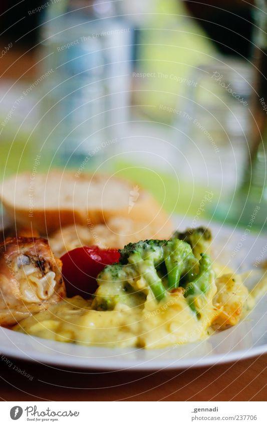 Juuuungs kommt eeeesssssen Lebensmittel Ernährung heiß Appetit & Hunger lecker Brot Teller Bioprodukte Fett Fleisch Mahlzeit Mittagessen Käse Kohl Gemüse