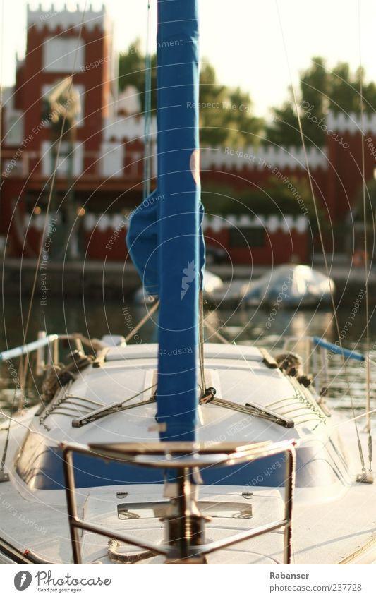 Alle an Bord! Lifestyle Tourismus Ausflug Ferne Freiheit Sommerurlaub Schifffahrt Bootsfahrt Segelschiff Hafen Jachthafen An Bord Coolness Stimmung