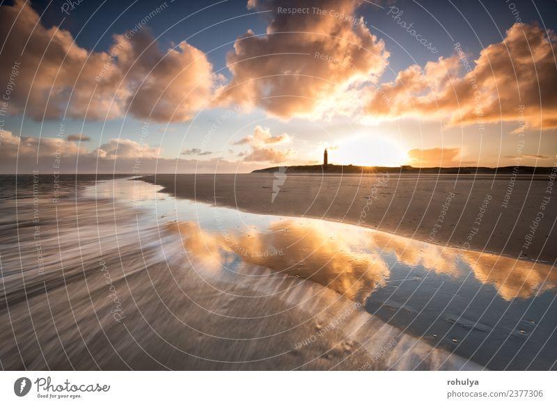dramatischer Sonnenaufgang über der Nordseeküste mit Leuchtturm, Texel Strand Meer Insel Natur Landschaft Himmel Wolken Horizont Sonnenuntergang Schönes Wetter