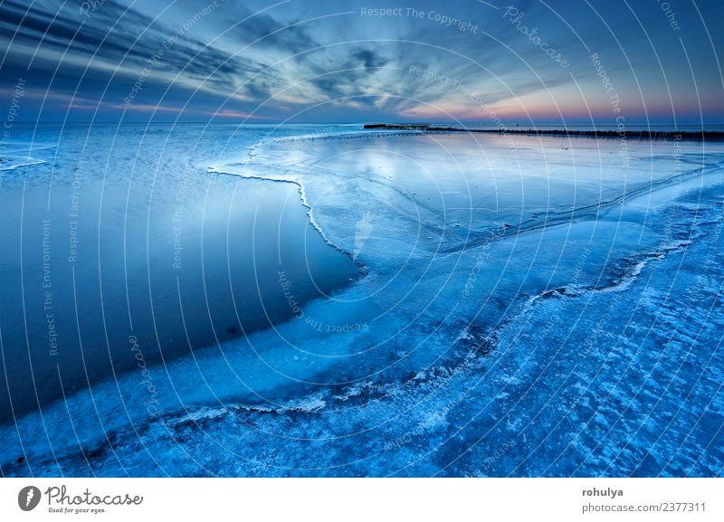halbgefrorener großer See in der Dämmerung, IJsselmeer, Niederlande Winter Natur Landschaft Himmel Horizont Wetter Wind Küste Holz blau Gelassenheit Wasser