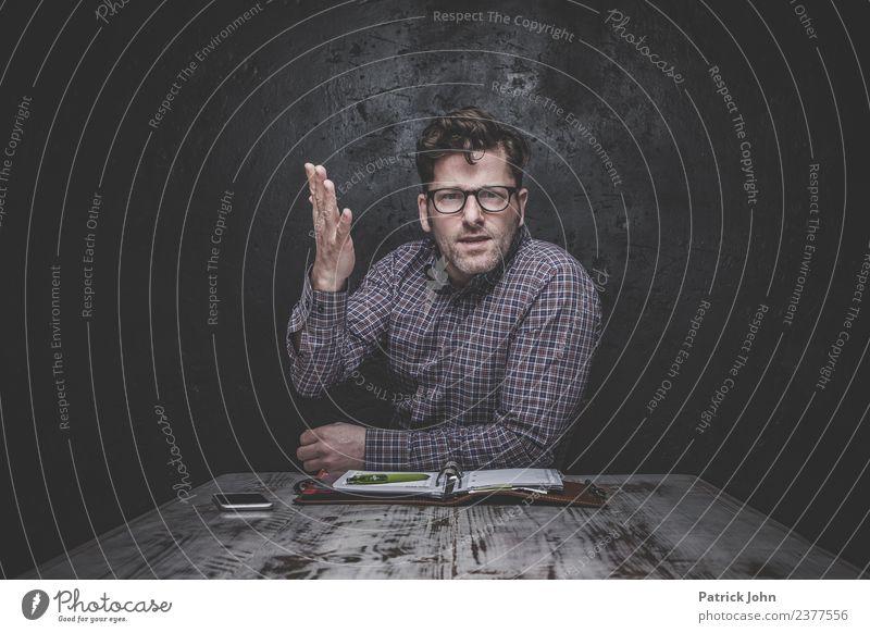 Was willst du mir damit sagen? maskulin Mann Erwachsene 1 Mensch 30-45 Jahre Brille Scheitel Dreitagebart sprechen Konflikt & Streit Gefühle Stimmung