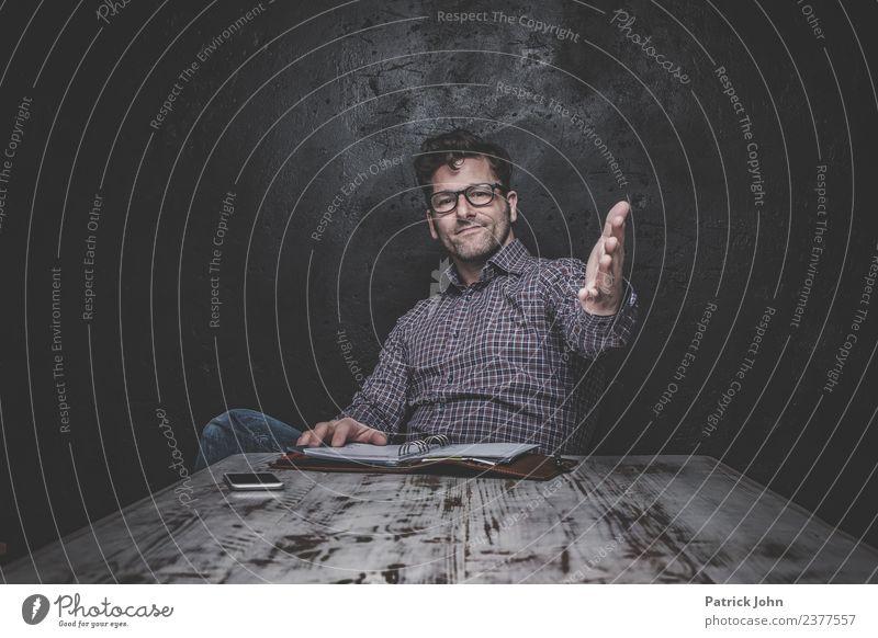 Darf ich vorstellen? maskulin Mann Erwachsene 1 Mensch 30-45 Jahre Brille Scheitel Dreitagebart positiv Stimmung Zufriedenheit Begeisterung Ehre selbstbewußt