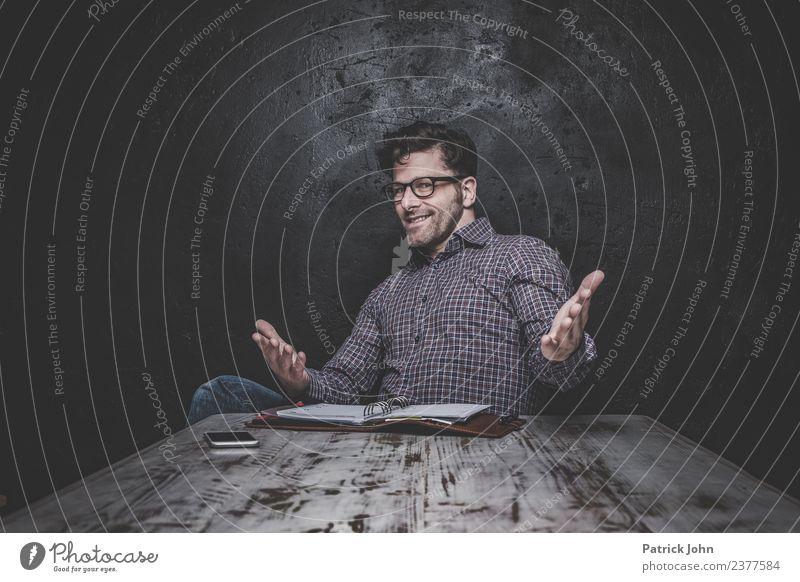Geht doch! Mensch Mann Erwachsene sprechen Business maskulin Erfolg Perspektive einzigartig Brille planen Werbebranche Karriere selbstbewußt Teamwork dumm