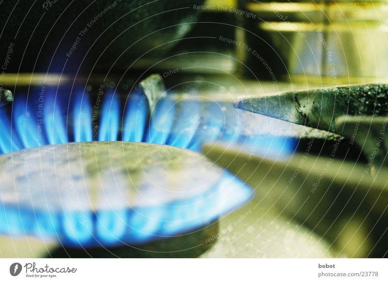 Ich habe da schonmal etwas vorbereitet Gasherd heiß Herd & Backofen kochen & garen Physik Küche Haushalt Topf Pfanne Ernährung Flamme blau Wärme Grad Celsius