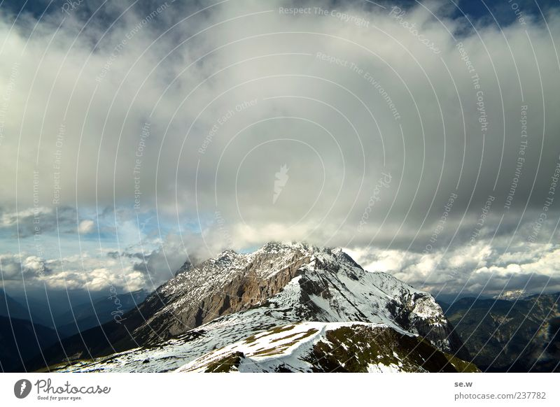 Himmelstürmer blau Ferien & Urlaub & Reisen Sommer Wolken ruhig Erholung Schnee Herbst Berge u. Gebirge grau Felsen Perspektive Alpen Gipfel