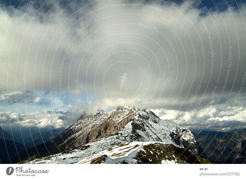 Himmelstürmer Wolken Sommer Herbst Schnee Felsen Alpen Berge u. Gebirge Kalkalpen Karwendelgebirge Gipfel Schneebedeckte Gipfel blau grau ruhig Erholung
