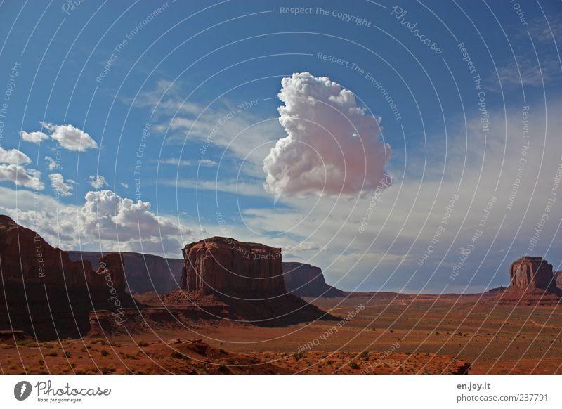 Vorbote Natur blau weiß Ferien & Urlaub & Reisen Wolken Ferne Landschaft Freiheit träumen Stimmung Horizont braun Felsen außergewöhnlich Wüste Surrealismus