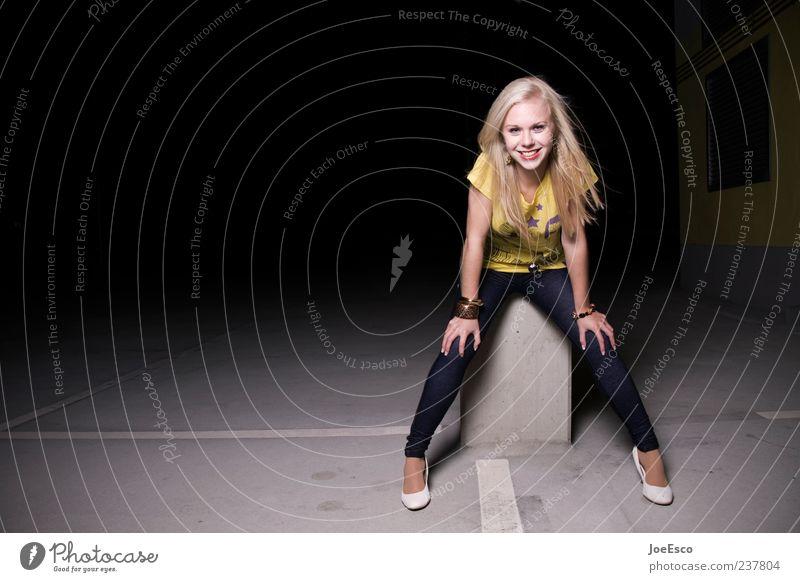 #237804 Mensch Frau Jugendliche schön Freude Erwachsene Erholung gelb dunkel Leben Gefühle lachen Stil Mode blond sitzen
