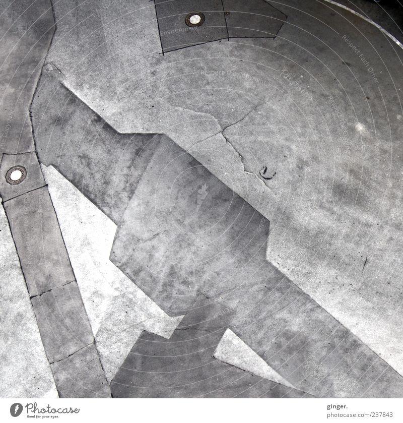 Zeig mir die Rosen im Asphalt. grau kaputt Textfreiraum Gully Bruch Muster Wölbung unbeständig abstrakt Schwarzweißfoto anthrazit