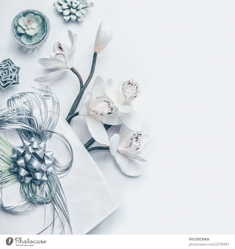 Stillleben mit Geschenk, Blumen und Dekoration kaufen Design Dekoration & Verzierung Schreibtisch Feste & Feiern Blumenstrauß Ornament Hintergrundbild