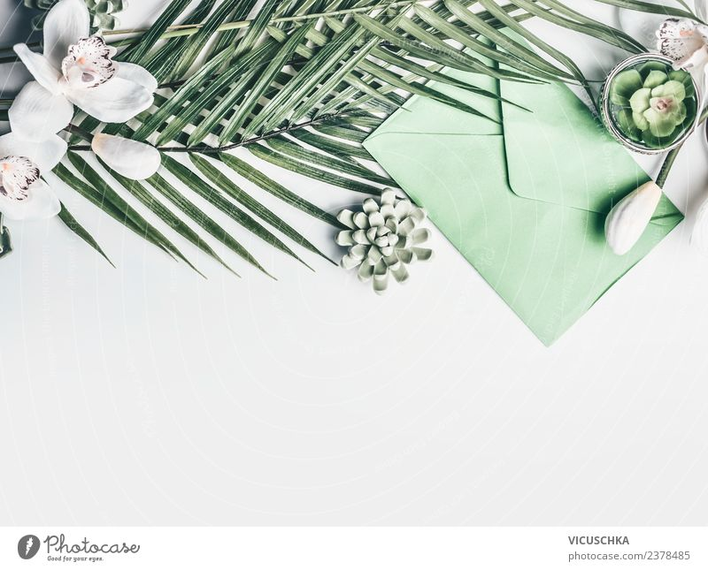 Grüne tropische Blätter mit Blumen und Umschlag Stil Design Ferien & Urlaub & Reisen Sommer Schreibtisch Veranstaltung Feste & Feiern Hochzeit Geburtstag Blatt