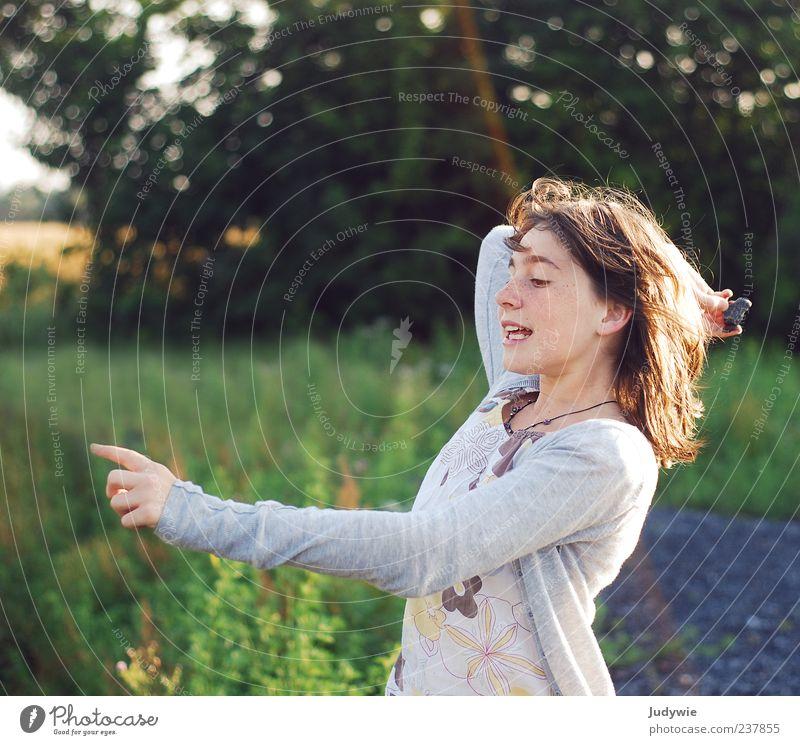 Energie Mensch Natur Jugendliche Sommer Freude Umwelt feminin Leben Spielen Stein Freizeit & Hobby natürlich frei Energie Junge Frau 18-30 Jahre