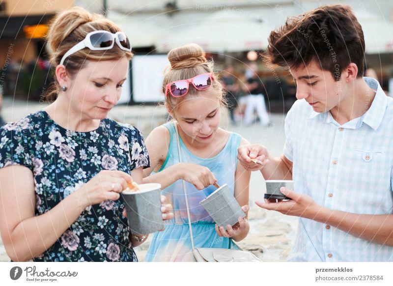 Frau Kind Mensch Ferien & Urlaub & Reisen Jugendliche Junge Frau Sommer Stadt schön Junger Mann Erholung Freude Erwachsene Essen Lifestyle