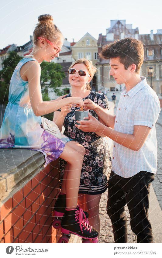 Frau Mensch Ferien & Urlaub & Reisen Jugendliche Mann Junge Frau Sommer Stadt schön Junger Mann Erholung Freude Erwachsene Essen Lifestyle