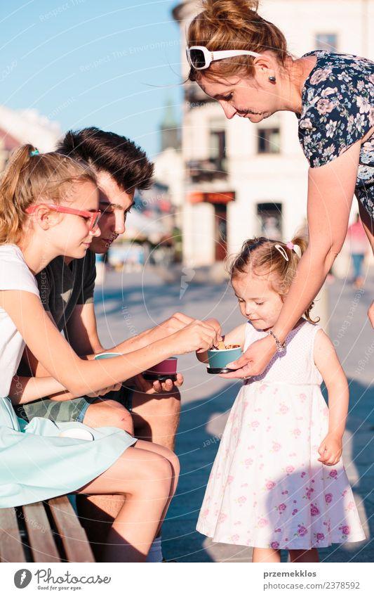 Frau Kind Mensch Ferien & Urlaub & Reisen Jugendliche Mann Junge Frau Sommer Stadt schön Junger Mann Freude Mädchen Erwachsene Essen Lifestyle