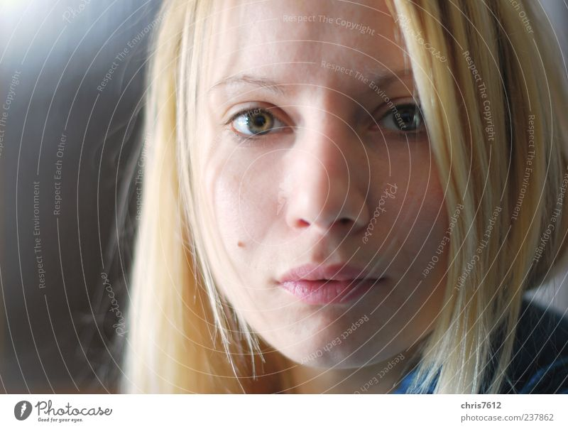 Nicht einfach Mensch Jugendliche schön Gesicht Erwachsene feminin blond Junge Frau 18-30 Jahre ausdruckslos langhaarig