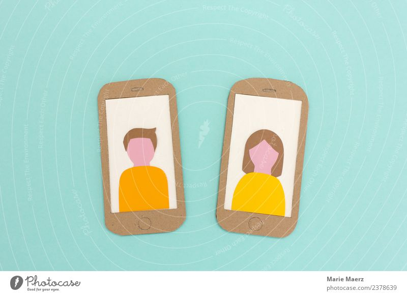 Zwei Handys mit Profilbildern von Mann und Frau Lifestyle PDA Telekommunikation Internet Mensch Erwachsene 2 Kommunizieren Zusammensein trendy modern türkis