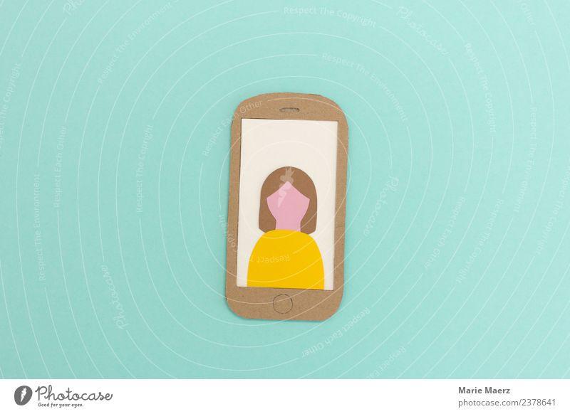 Weiblicher Handy-Nutzer mit Profilbild Frau Mensch Jugendliche Junge Frau Erwachsene Lifestyle gelb feminin Design modern Kommunizieren Telekommunikation