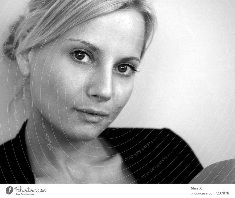 nicht einfach Mensch feminin Junge Frau Jugendliche Kopf Gesicht 1 18-30 Jahre Erwachsene Haare & Frisuren blond Zopf Blick schön selbstbewußt Schwarzweißfoto