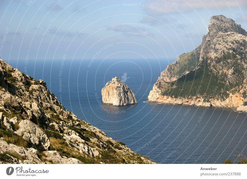Kap Formentor auf Malle Umwelt Natur Landschaft Himmel Horizont Sommer Schönes Wetter Pflanze Hügel Felsen Berge u. Gebirge tramuntana Bucht Meer Mittelmeer