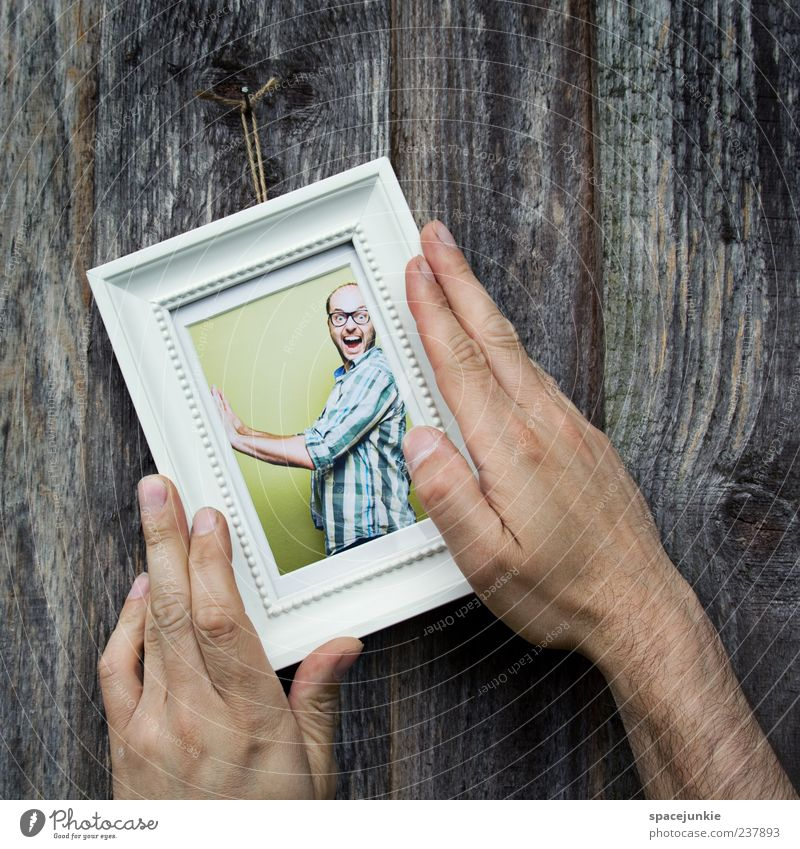 Schieflage Mensch maskulin Mann Erwachsene Hand 1 30-45 Jahre Kunstwerk berühren fallen schaukeln schreien nerdig grün Missgeschick Surrealismus Fotografie Bild