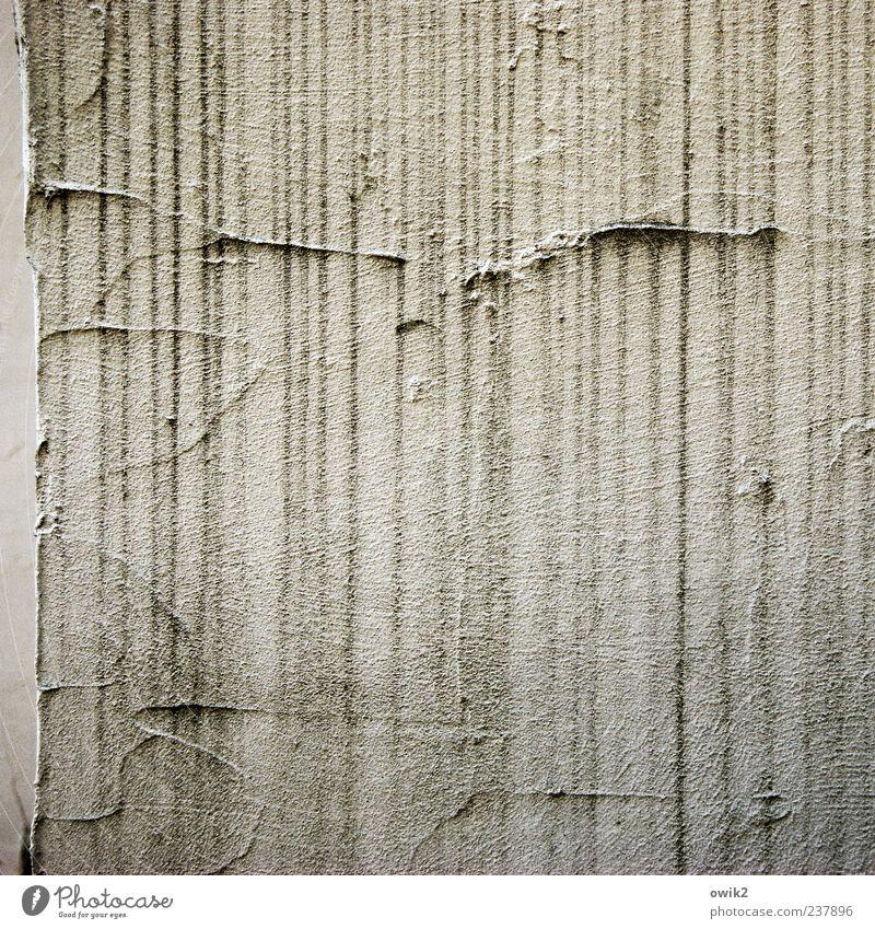Linientreue Farbe Wand grau Mauer Fassade Streifen viele einfach Spuren Verfall Riss parallel Textfreiraum vertikal eckig