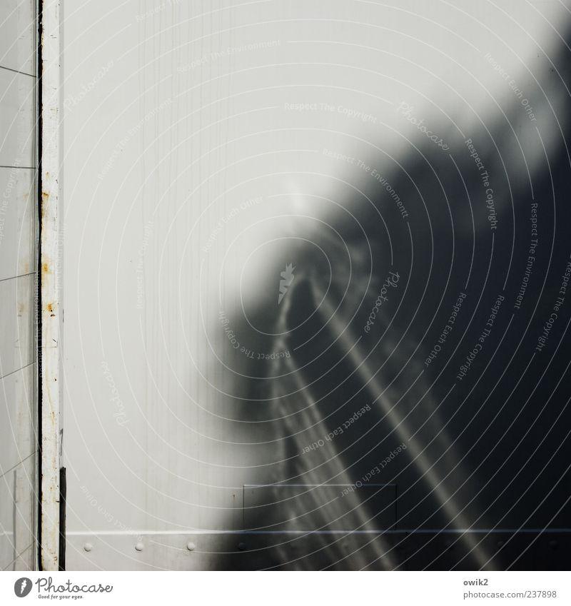 Baustellenromantik weiß schwarz Wand grau Mauer Metall Linie hell glänzend außergewöhnlich leuchten trist Ecke Schönes Wetter einfach Kasten