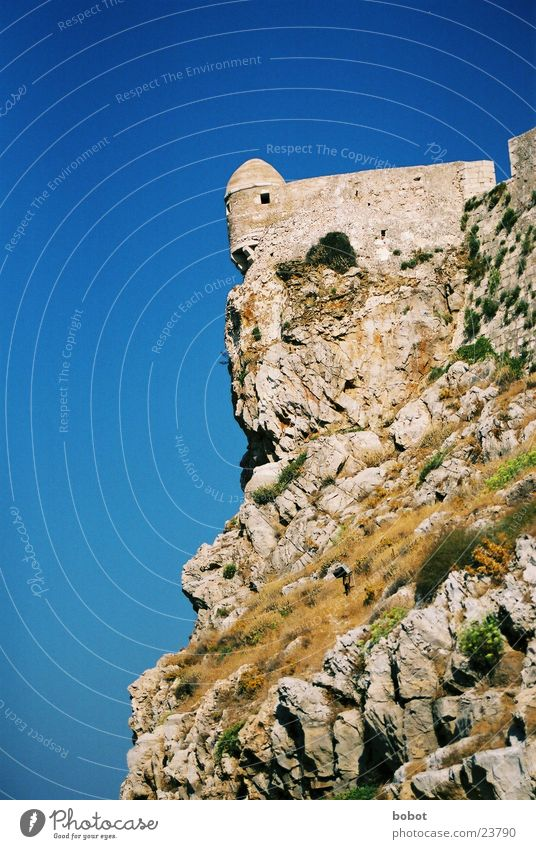 Fortessa Himmel blau Stein Mauer Architektur Felsen Turm Griechenland Klippe Defensive Festung Mittelmeer Geröll Kreta Rethimnon