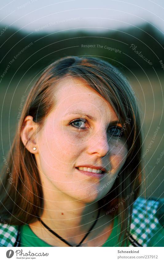 Abendlicht schön Mensch feminin Junge Frau Jugendliche Erwachsene Leben Kopf Haare & Frisuren Gesicht Auge Ohr Nase Mund Lippen Zähne 1 18-30 Jahre brünett