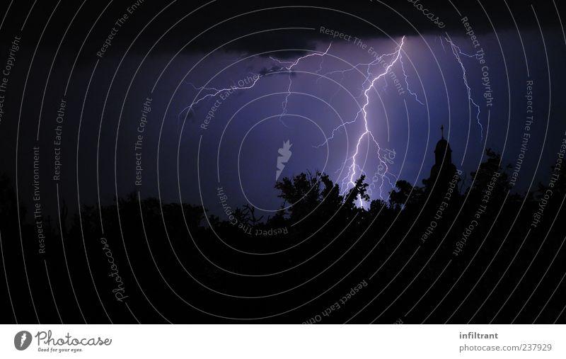 Blitzbild Nachthimmel Wetter Unwetter Gewitter Blitze dunkel blau violett schwarz gefährlich Endzeitstimmung Energie Natur Umwelt Farbfoto Außenaufnahme