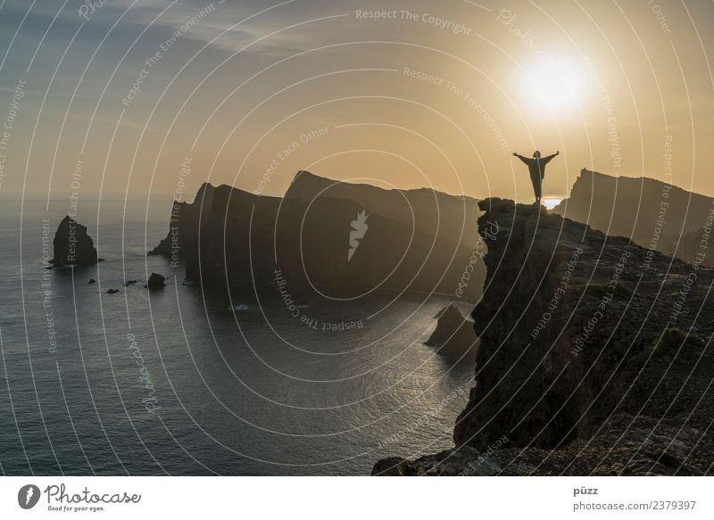 Sunny Girl Abenteuer Ferne Freiheit Sommer Sommerurlaub Sonne Meer Insel feminin 1 Mensch Natur Landschaft Urelemente Wasser Himmel Sonnenaufgang