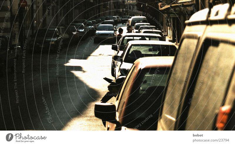 Automassen Straße PKW Europa Asphalt parken Nachmittag